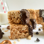 Craving bars are easy snacks for a grown-up palate. Made with dark chocolate, peanut butter, caramel, and sea salt; both kids and adults will go crazy for them! Recipe by Dash of Jazz
