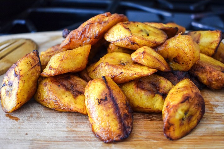 How to pick and fry dodo (fried plantain) easily! This is a staple in regions around the world including West African, South American, and Caribbean. Recipe by Dash of Jazz