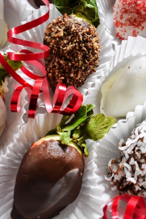 DIY box of chocolate covered strawberries for Valentine's Day