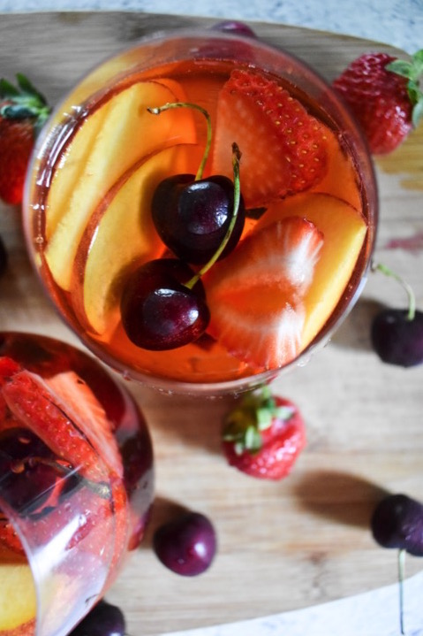 The best fruits of the summer season combined with the ever-popular pink wine for an effortless summer fruit rosé sangria in 3 steps! by Dash of Jazz