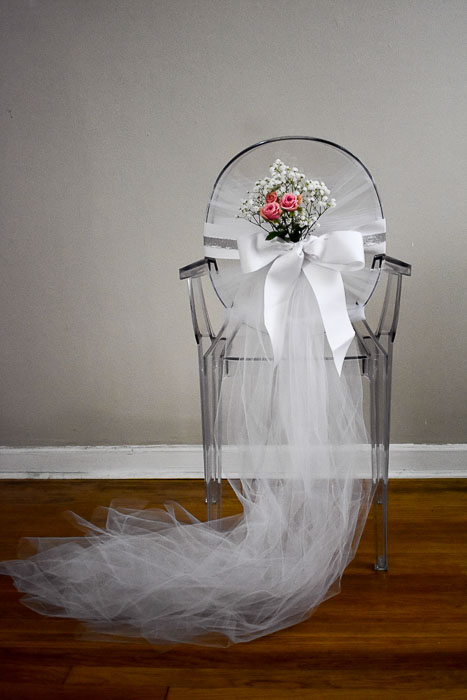 Easy tutorial for how to make a bridal shower chair or baby shower chair with inexpensive craft supplies and fresh flowers or faux flowers by Dash of Jazz #bridalshowercrafts #babyshowerideas #bridayshowerDIY #dashofjazzblog