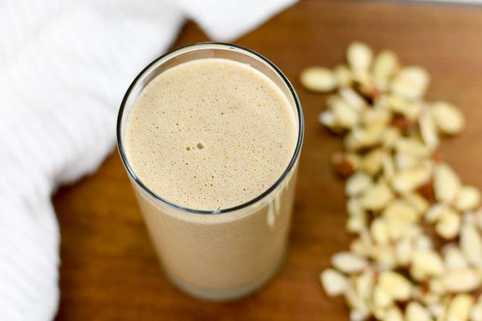 almond breakfast smoothie