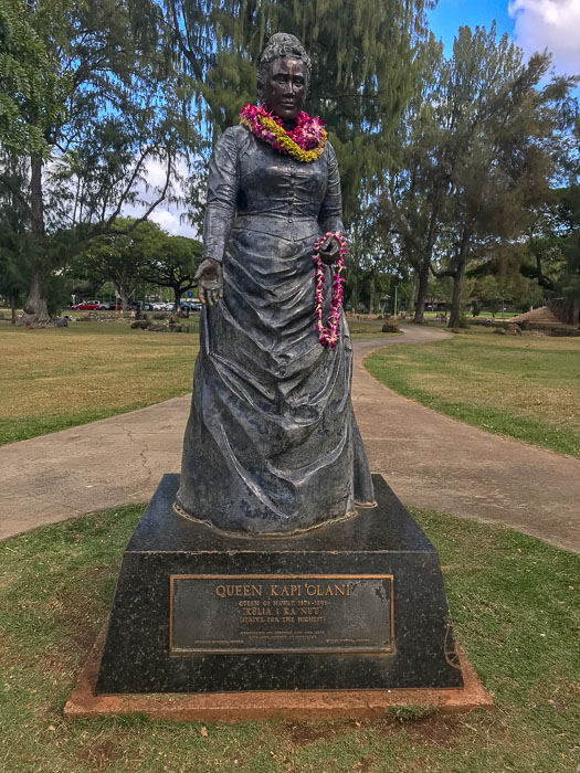 Statue of Queen Kap'iolani on Waikiki Beach, Honolulu, Hawaii