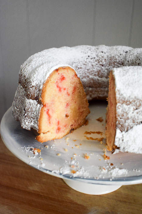 inside of vanilla peppermint pound cake